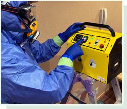 脱臭方法は、薬剤による脱臭法とオゾン酸化分解法の2種類あり、薬剤で取り切れない臭いなどはオゾンで強力脱臭することができます。